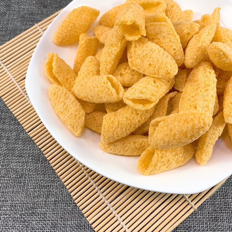 #金玉米 是一款三角形的 #玉米片 ,脆甜可口,鹹香酥脆,是許多人童年的回憶,也是出門 #旅遊 最佳選擇, #泡茶 聊天最搭零嘴。 新口味:玉米濃湯 在餅乾的花花世界,找到屬於自己的最佳味蕾吧 #Ca