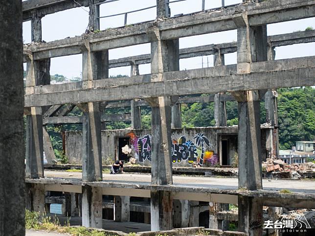 阿根納造船廠遺址,可以看到Graffiti。