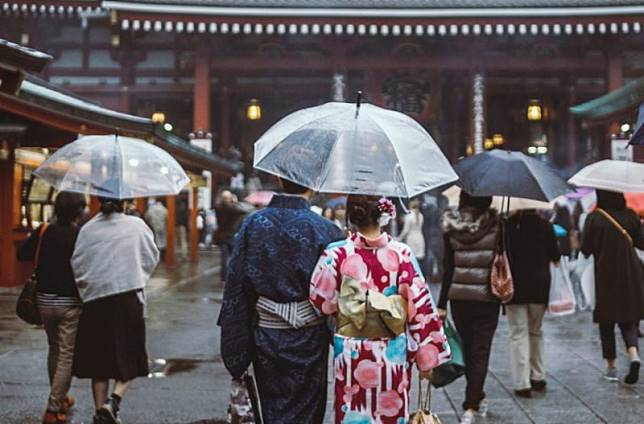 3 Hal Romantis Yang Dialami Anak Muda Jepang Dikala Hujan Japanese Station Line Today