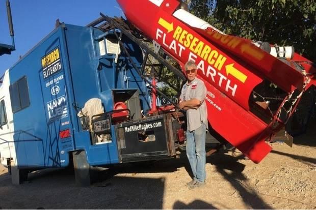 Penganut Bumi Datar Mike Hughes Tewas dalam Peluncuran Roketnya