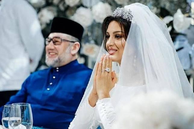 Oksana Voevodina dan Raja Malaysia saat menggelar resepsi pernikahan mereka di kota Moskow, Rusia. Sumber: Instagram/Rihana/asiaone.com