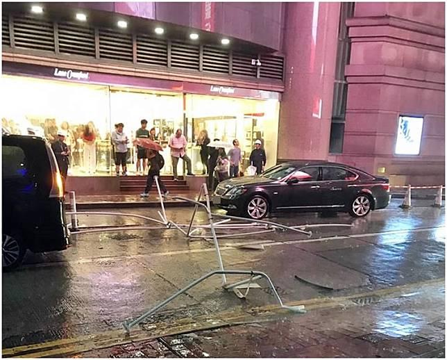 時代廣場後面飛鐵架。fb香港突發事故報料區網民Denis Lau圖片