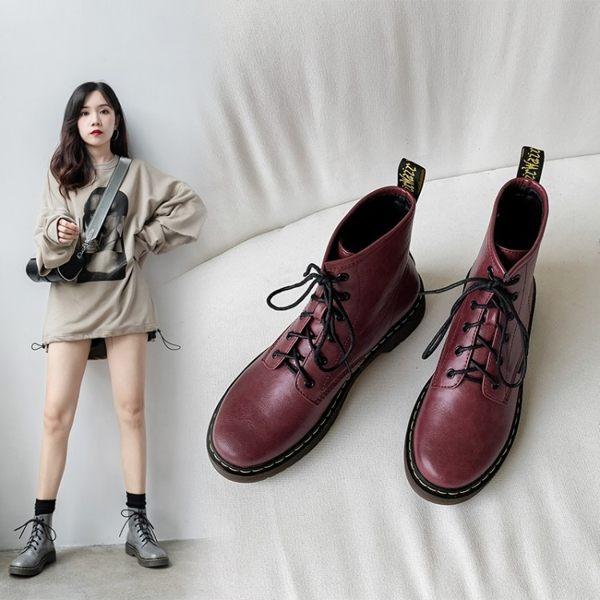 鞋面:高級PU 顏色:酒紅/灰/黑 尺碼:34-43 跟高:3CM 筒高:12CM 筒圍:25CM