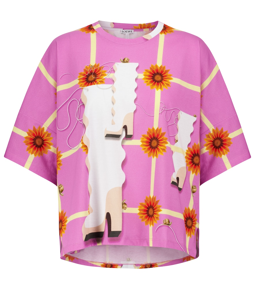 This pink LOEWE T-shirt, which references the label's celebrated digital presentation, is akin to bu