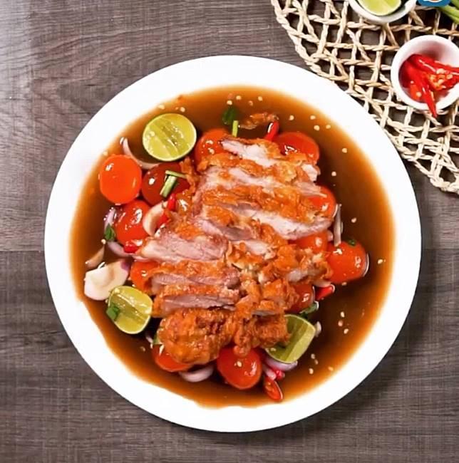 脆卜卜又香口的豬頸肉,肉汁豐富又嫩滑。(互聯網)