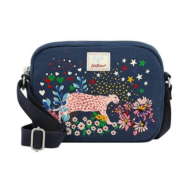 深藍色「Dream Forest」印花及刺繡圖案肩袋(互聯網)