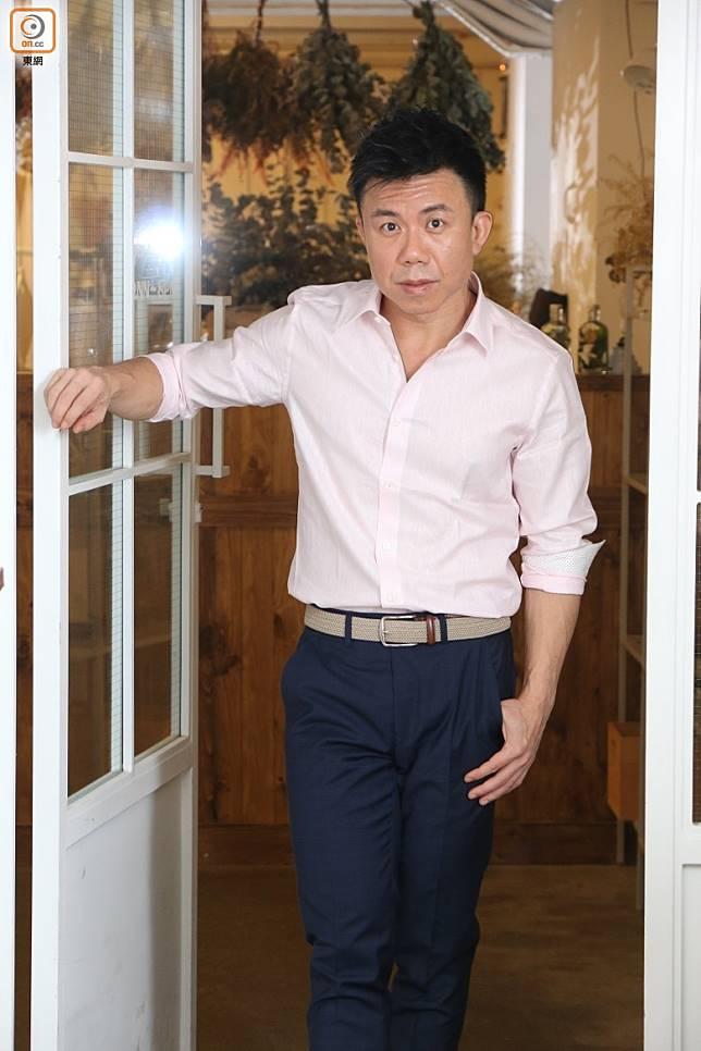陳奐仁做監製畀人恰。