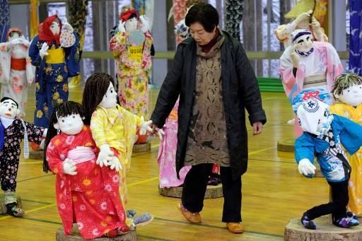 หมู่บ้านนาโกโระเหลือคนอาศัยอยู่เพียง 270 คน แต่จำนวนตุ๊กตาขนาดเท่าคนจริงมีมากกว่า 10 เท่า Kazuhiro NOGI / AFP