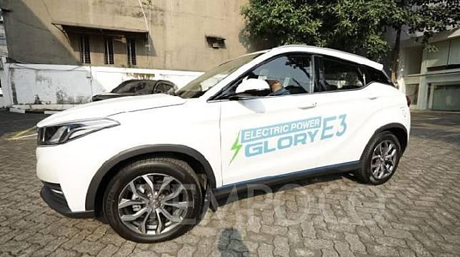 Tempo.co menjajal mobil listrik DFSK Glory E3 untuk pertama kalinya di kantor DFSK di kawasan Pondok Indah, Jakarta Selatan, Senin, 5 Agustus 2019. TEMPO/Ridian Eka Saputra