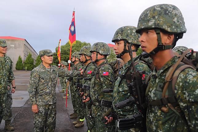 ▲當兵,真的是每個台灣男生必經的回憶,不論役期是從三年到現在的四個月,「迷彩」都會是一個男人人生歷程中最樸實無華且枯燥的一頁。(示意圖/翻攝自中華民國陸軍臉書)