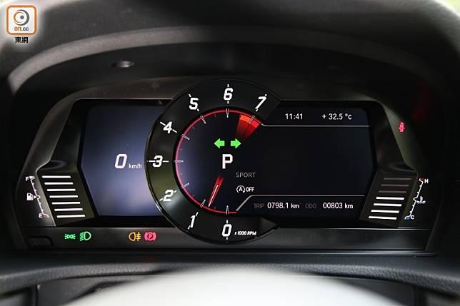 單圈式設計的數碼化儀錶板,清晰顯示轉速、波段及轉波指示等行車資訊。 (張錦昌攝)