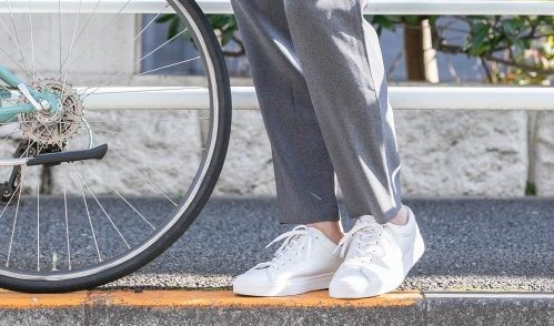 鞋櫃必備!讓整體造型好感升級,一年四季都好搭的白色休閒鞋三選