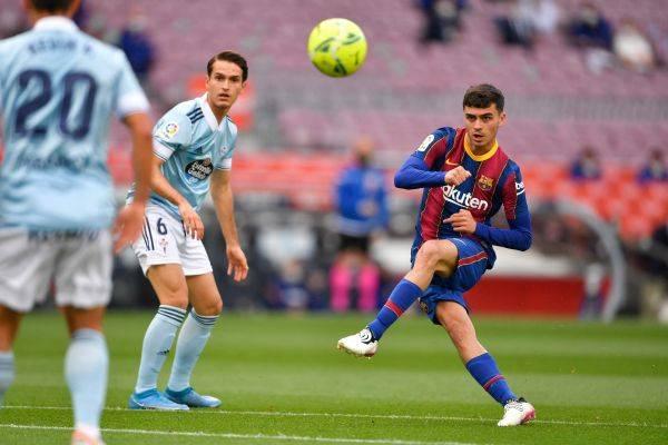 Pemain Spanyol, Pedri (kanan) memperpanjang kontrak dengan Barcelona hingga 2026.