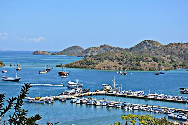 Clean and blue: Tour boats dock in the blue waters off Labuan Bajo Port in West Manggarai on Flores Island, East Nusa Tenggara. While Indonesia ranks 40th among 140 countries in tourism competitiveness according to the World Economic Forum (WEF), it ranks among the bottom 40 for hygiene.