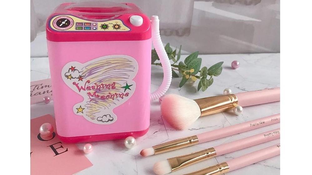 超療癒!專屬刷具的粉紅迷你洗衣機,自動運轉乾淨溜溜~