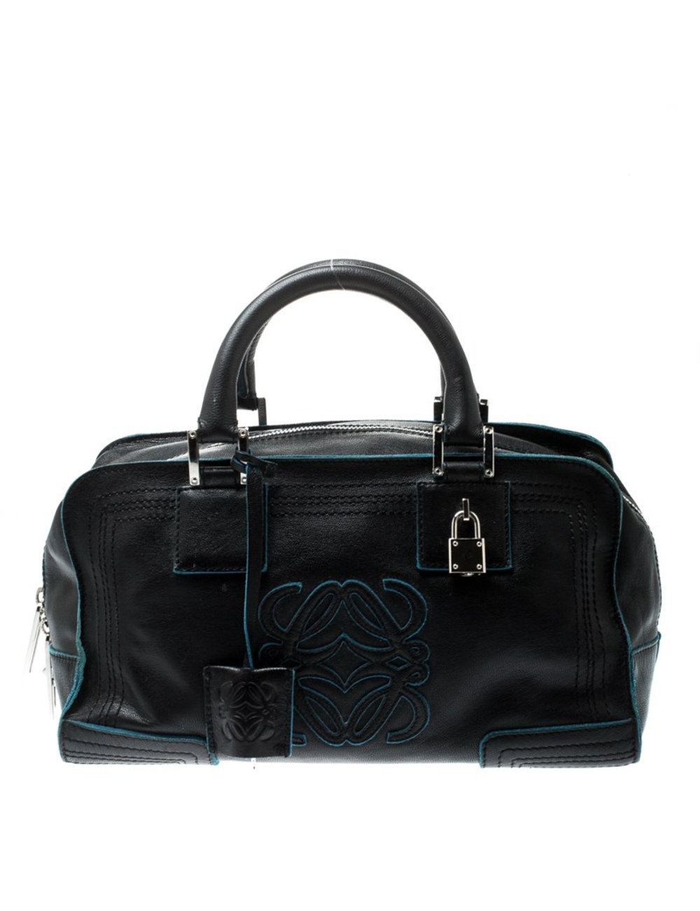 這款Loewe Amazona公文包是一款寬敞時尚的包,可以輕鬆容納不僅僅是您的必需品,是旅途中女人必不可少的裝備。該品牌的包包頗受歡迎,採用黑色皮革精製而成,並在各處飾有對比鮮明的藍色飾邊,並在正面