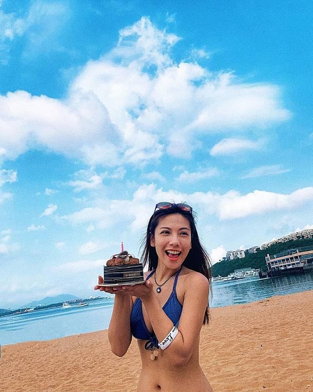 鄧洢玲獲贈蛋糕預祝生日。