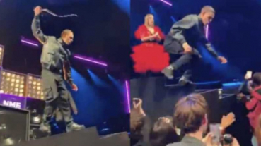 不滿被打斷!男星摔麥克風、砸酒杯…衝下台「爆打觀眾」