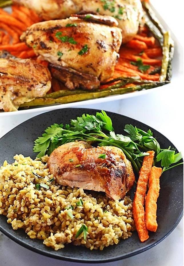 將之斬件再配米飯或蔬菜,美味飽肚。(互聯網)