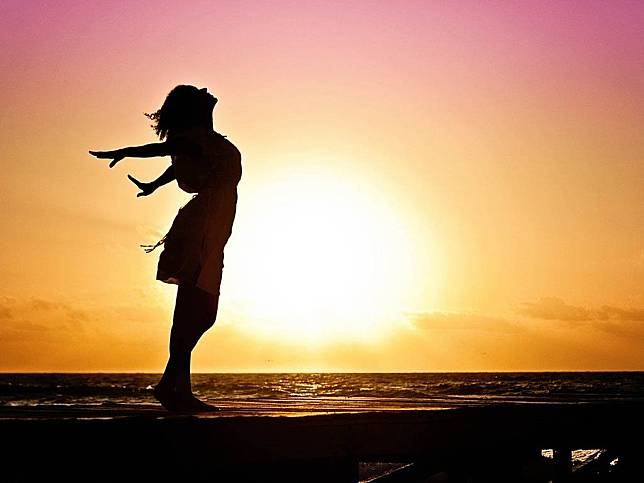 Penelitian: Sinar Matahari Bisa Bunuh Virus Corona