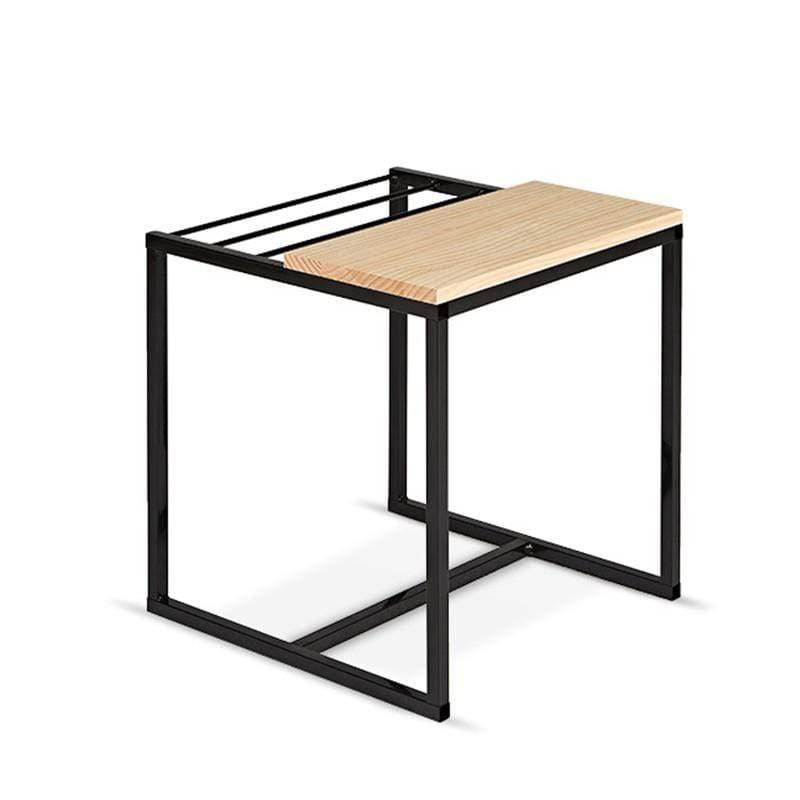 MoMA雜誌架擺放的方式,可比一般層架堆疊或是擺放在小邊几上更有趣,更性感。獨創動態的擺設方式,讓你一眼就能輕易的從不同的封皮和標題挑出想要閱讀的的那一本。源自於實用與雋永的設計理念,以鐵件和原木搭配