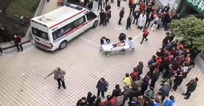 NÓNG: Thảm sát kinh hoàng trường mẫu giáo, 14 học sinh thương tích gào khóc tìm mẹ