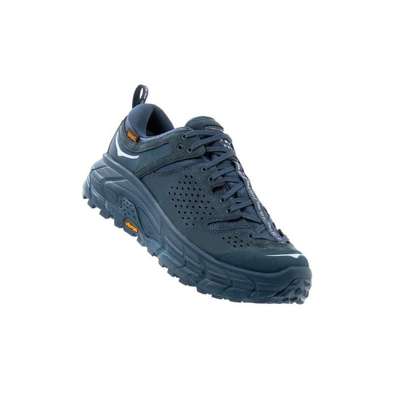 法國品牌HOKA ONE ONE跑鞋詮釋復古兼具顧機能還增高!別看它底做得像輪胎好像很重,拿起來非常輕又軟Q!HOKA ONE ONE 以極為厚重、粗獷的中底為品牌特色,看似厚底的設計,其實能帶來更強