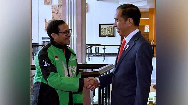 Presiden Joko Widodo atau Jokowi bersalaman dengan CEO Go-Jek, Nadiem Makarim, saat menghadiri peluncuran Go-Viet di Hotel Melia, Hanoi, Vietnam, Rabu, 12 September 2018. Peluncuran ini memastikan layanan Go-Viet akan tersedia di 12 distrik di Ho Chi Minh City. (Foto: Biro Pers Setpres)