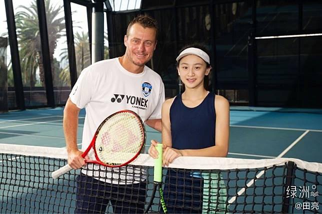 澳洲網球名將Lleyton Hewitt做阿Sir,梗係要畀心機學習啦~