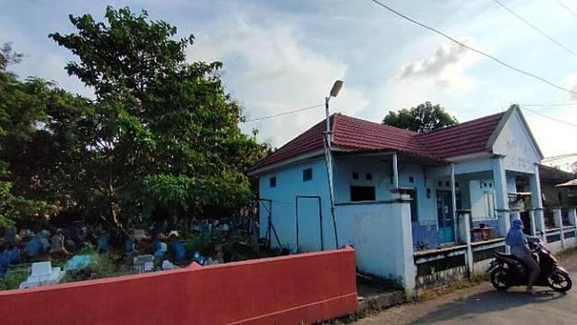 Tempat Karantina Untuk Pemudik Desa di Cirebon Samping Kuburan