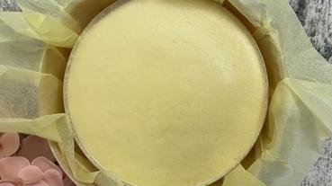 起司蛋糕推薦【東京牛奶起司工房】牛奶起司蛋糕,由達人嚴選產自法國的起司,與北海道牛奶混合製作,並用紮實的可麗餅皮,包覆著牛奶慕斯及蛋糕,三種口感交織而成,讓人一口接一口停不下來!