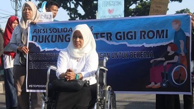 drg Romi Syopfa Ismael mengalami perlakuan diskriminatif sebagai difabel, kelulusannya dalam tes CPNS dianulir Bupati Solok Selatan lantaran dia berkursi roda