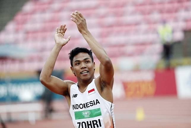 Lalu Muhammad Zohri of Indonesia celebrates his victory.