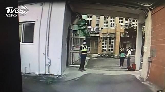 國中同窗求愛遭拒 翻牆闖校刺傷女學生