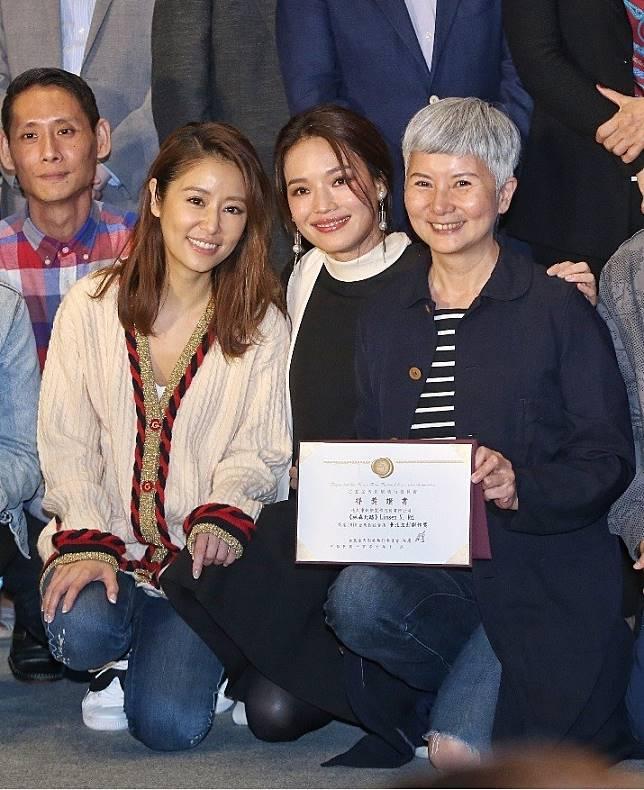 新片企劃都獲獎的林心如(左)、李烈(右)與評審之一舒淇(中)歡喜相會。記者鄭清元/攝影