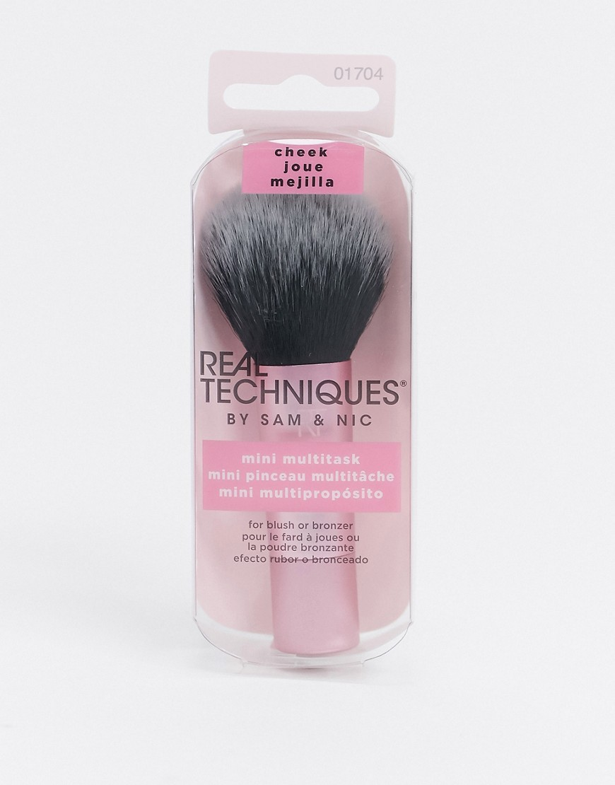 Makeup brush by Real Techniques Making makeup easier Travel sized Ideal for blusher and bronzer Roun