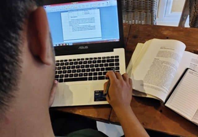 DPR Desak Revisi Aturan Izin Kampus Bisa Dicabut Bila Lakukan PJJ
