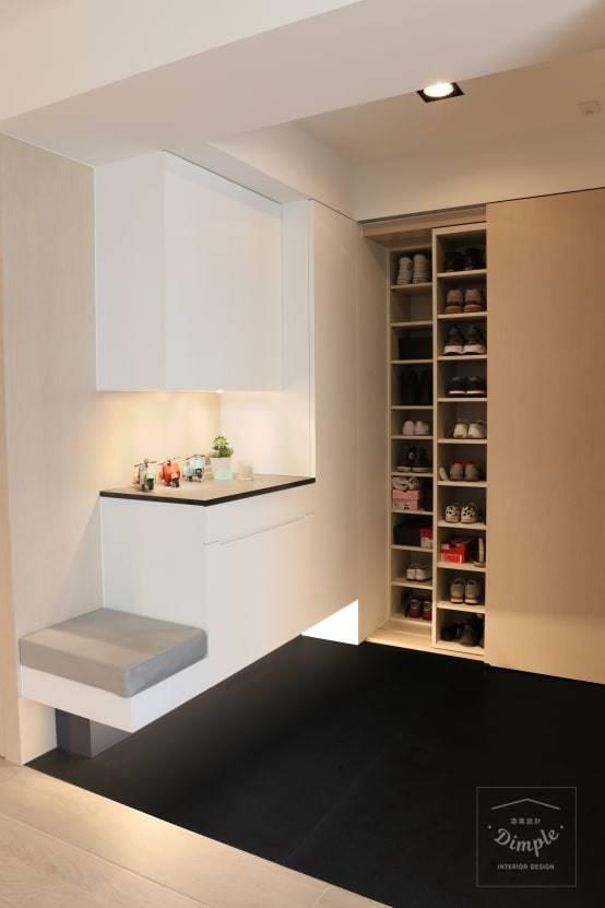 玄關裝潢實例一:隱藏式鞋櫃