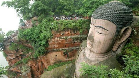 Pulih dari Retak, Patung Buddha Sichuan Kembali Dibuka