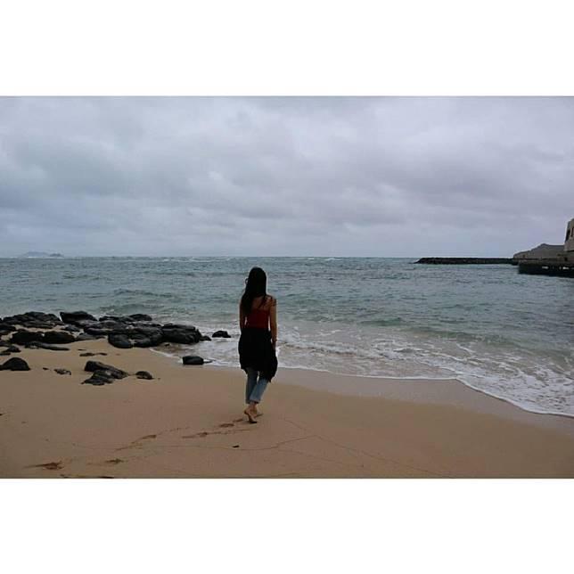 到海邊散心。