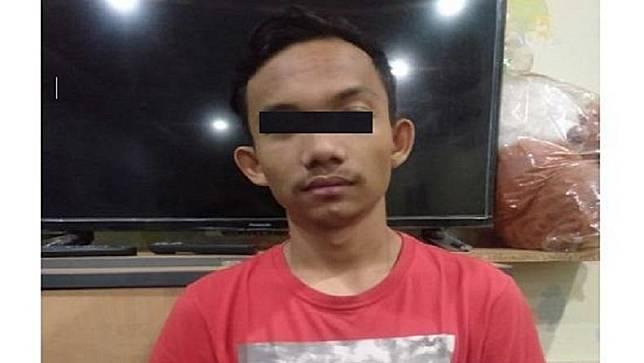 Tersangka kasus perzinahan di Medan yang videonya viral saat digerebek. (Foto: iNews/Aminoer Rasyid)