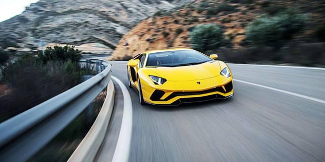 Lamborghini Aventador (wired.com)