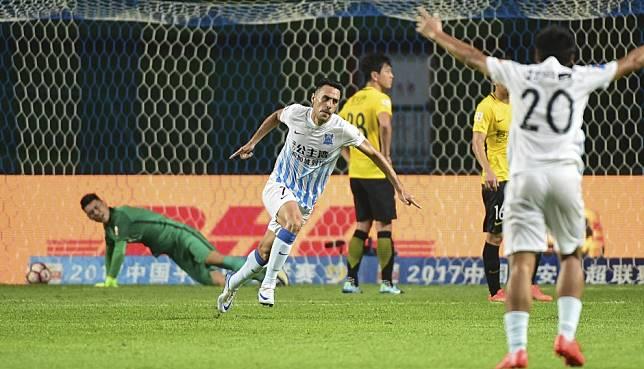 Chinese Super League's Eran Zahavi and Cedric Bakambu go viral as social media users thirst for football content