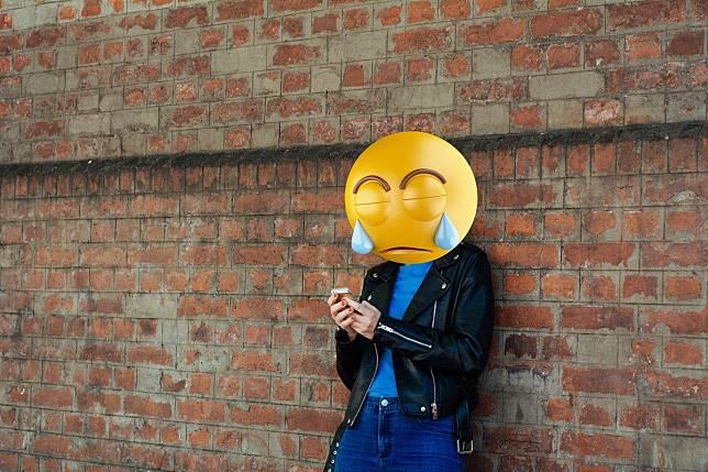 Cuma Balas Pesan Bos Pakai Emoji, Pegawai ini Langsung Dipecat