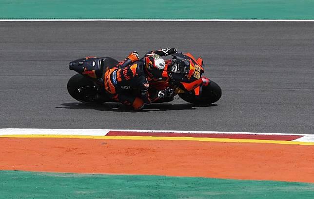 Pembalap Red Bull KTM, Brad Binder. REUTERS/Pedro Nunes