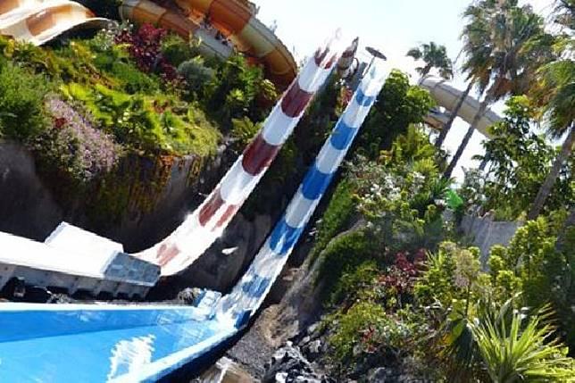 Toni Steedman, 25 tahun, nyaris kehilangan nyawa setelah mengalami kecelakaan di sebuah perosotan air di taman bermain Aqualand Costa Adeje.