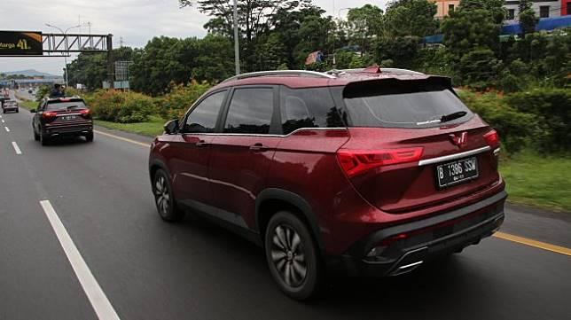 Suasana perjalanan di ruas tol bebas hambatan mengarah ke Bandung bersama Wuling Almaz [Dok. Wuling Motors].