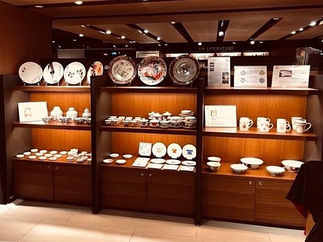 展覽能令大家對傳統手繪及近代貼花彩瓷製品有更多認識。(互聯網)