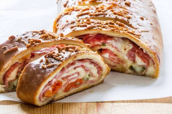 Gak Melulu Pizza, Yuk Kenalan dengan 5 Menu Stromboli Khas Italia Ini
