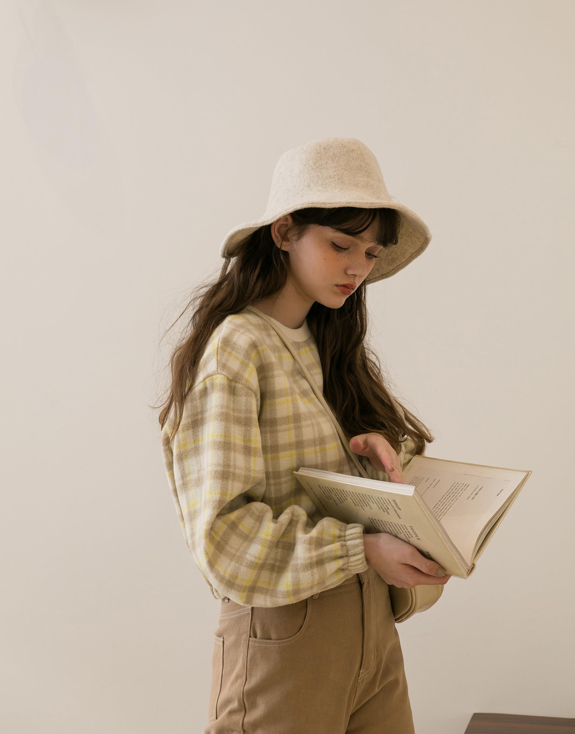 袖口下擺鬆緊縮口設計/ 舒適毛呢布料/ 餅乾奶油檸檬格紋